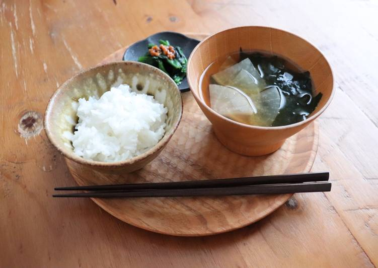 Recipe of Homemade Japanese radish and seaweed miso soup