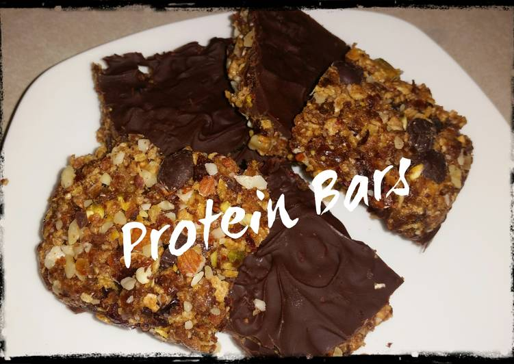 Dryfruit and chocolate protein bars