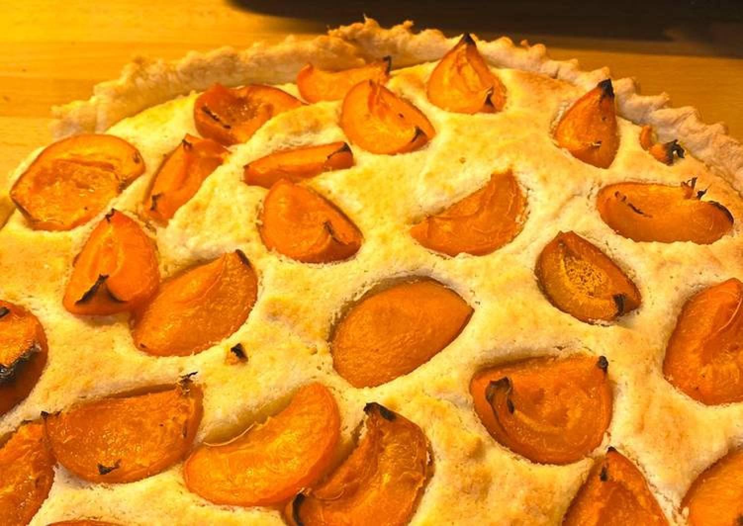 Apricot & almond frangipane tart