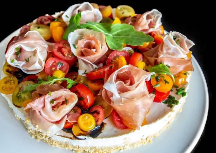 Cheesecake aux tomates et roses de jambon cru