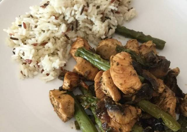 Chicken with asparagus, mushrooms and wild rice