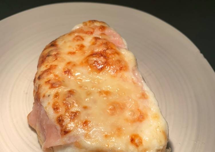 Croque monsieur with cardamon béchamel
