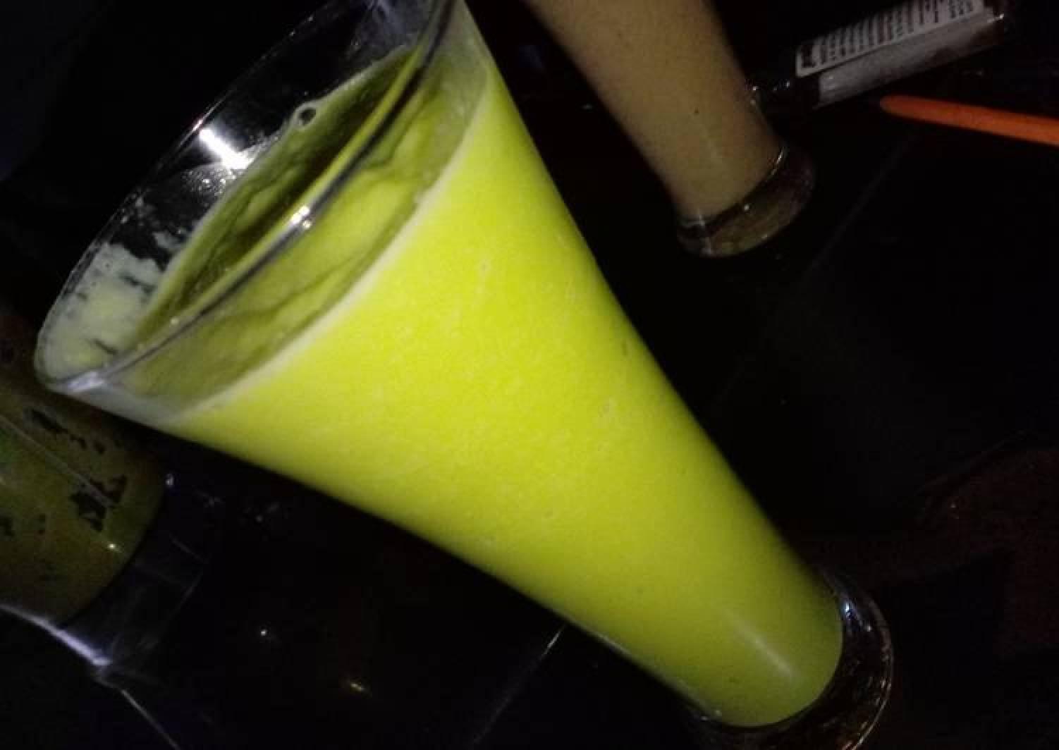 Avocado ginger smoothie