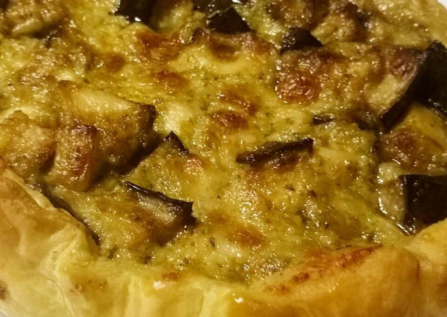 Pesto, aubergine and mozzarella pie