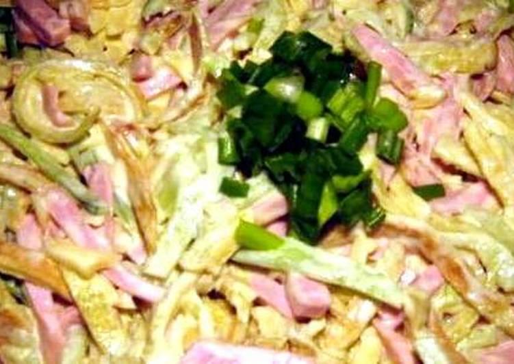 Салат с яичными блинчиками и колбасой основное фото рецепта