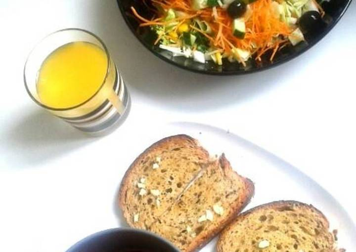 Vegan light lunch - Tomato Soup + Salad