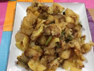 Patatas a lo pobre con ajos tiernos