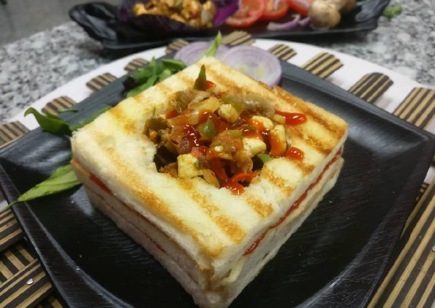 Sandwich in teriyaki paneer