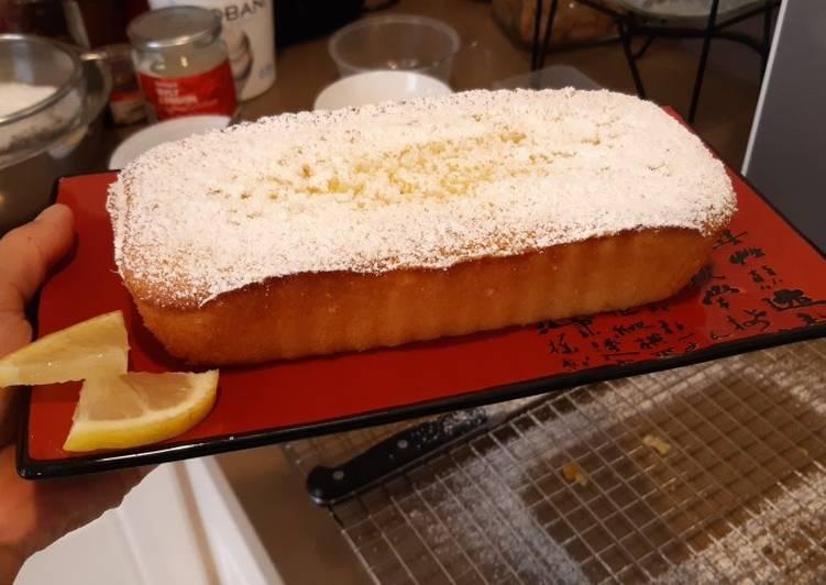 Lemon loaf pound cake with icing sugar