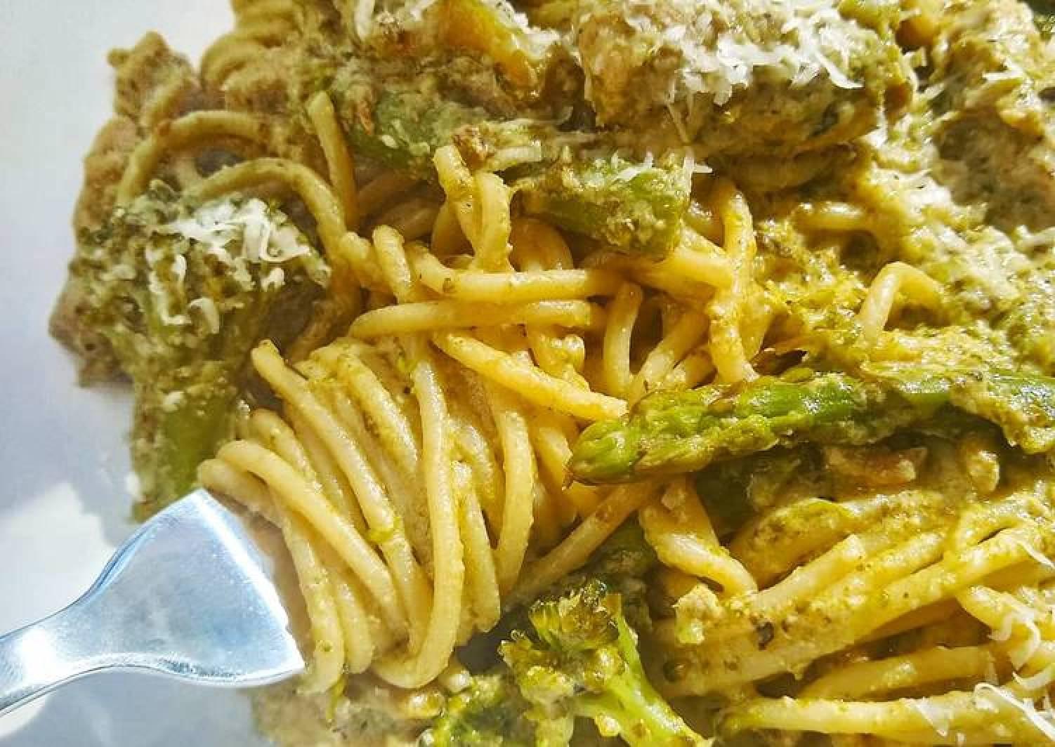 Creamy Pesto Pasta With Chicken, Asparagus & Brocolli