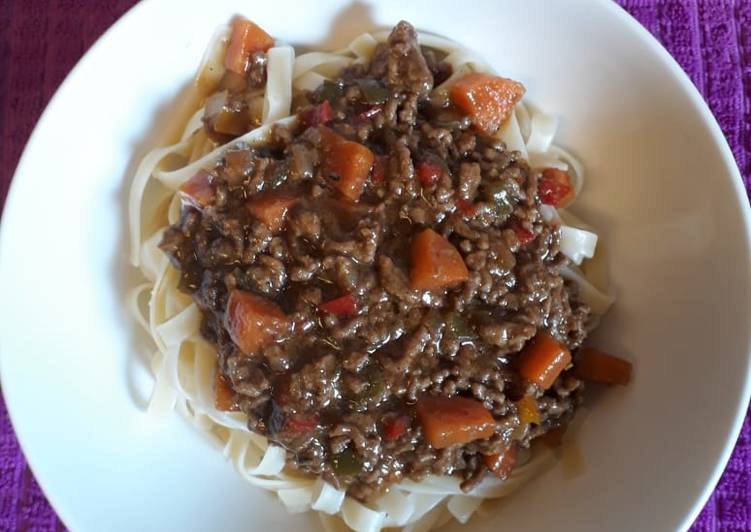 Linguine with beef mince and peppers
