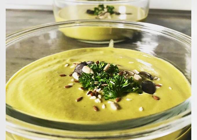Schritte Um Superschnelle Hausgemachte Brokkoli-Erbsen-Suppe mit Kokosmilch zuzubereiten