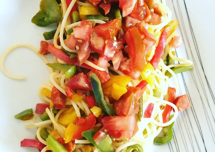 Spaghettis aux Poivrons tricolores et Tomates