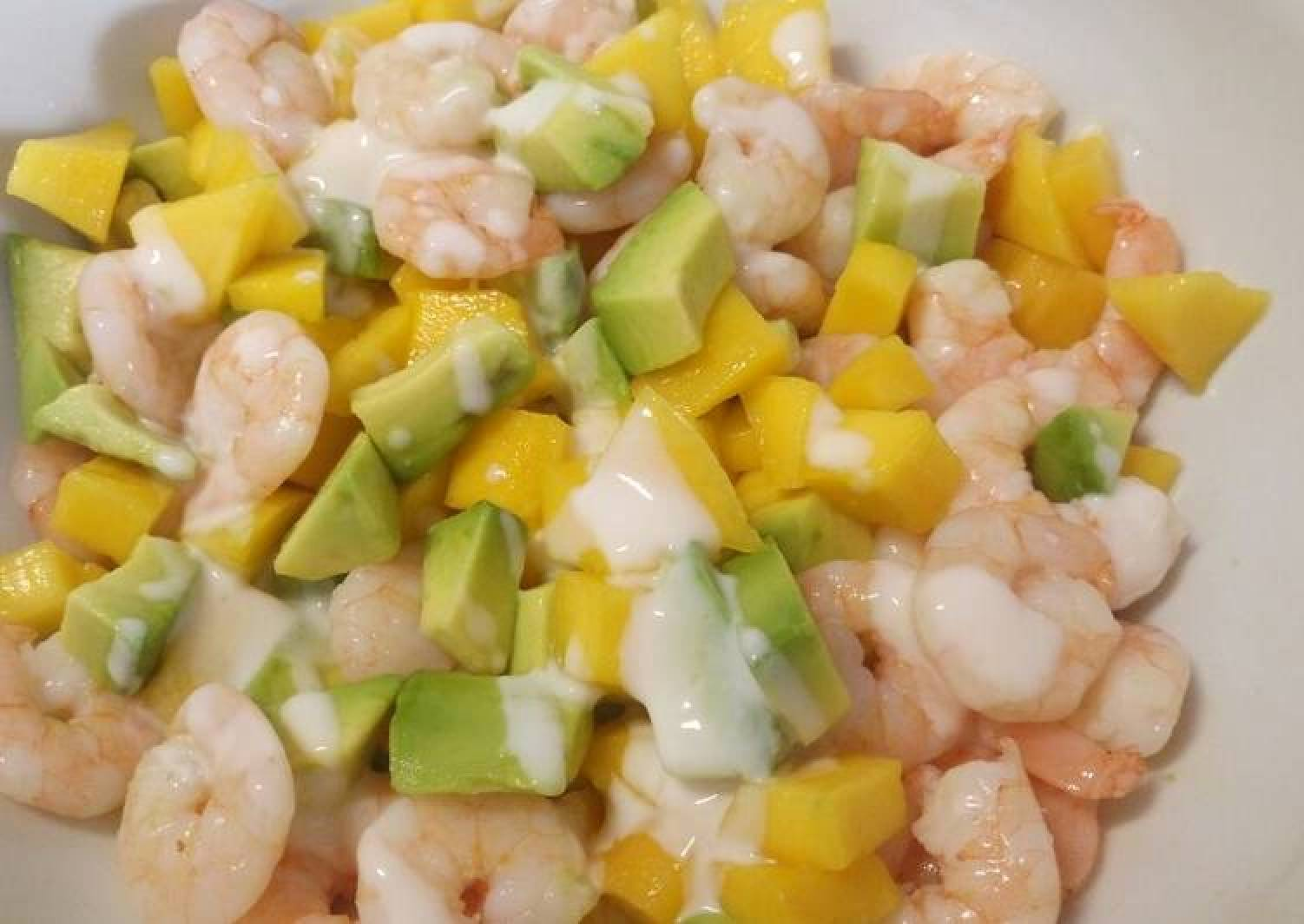 Mango, avocado and prawn salad