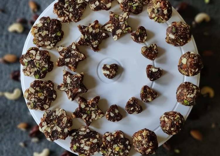 Dates and Nuts Roll or Barfi