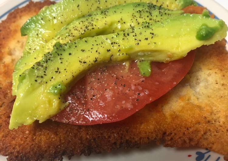 Keto Tomato and avocado cheese 'toast'