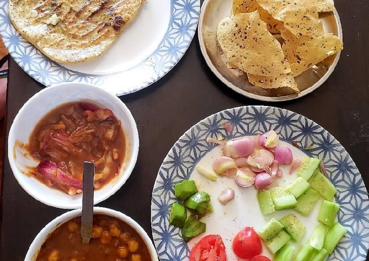 Potato naan&amritsari chhole with onion chutney