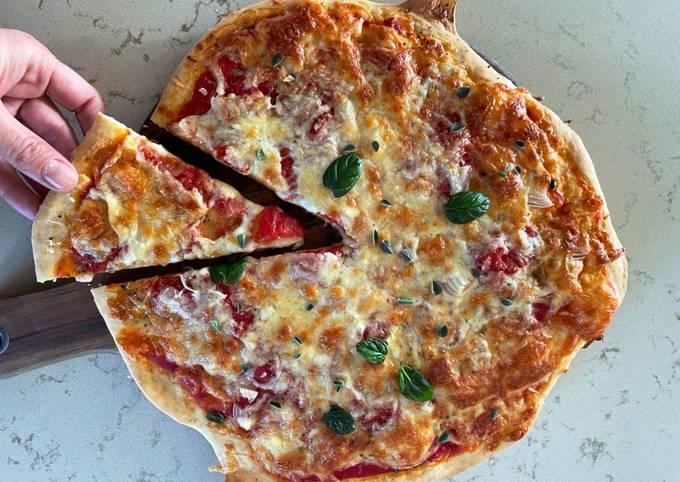 Schritt für Schritt Anleitung Um Schnell Gewinnende Schnelle Pizza ohne Hefe - Pizzateig Grundrezept zuzubereiten