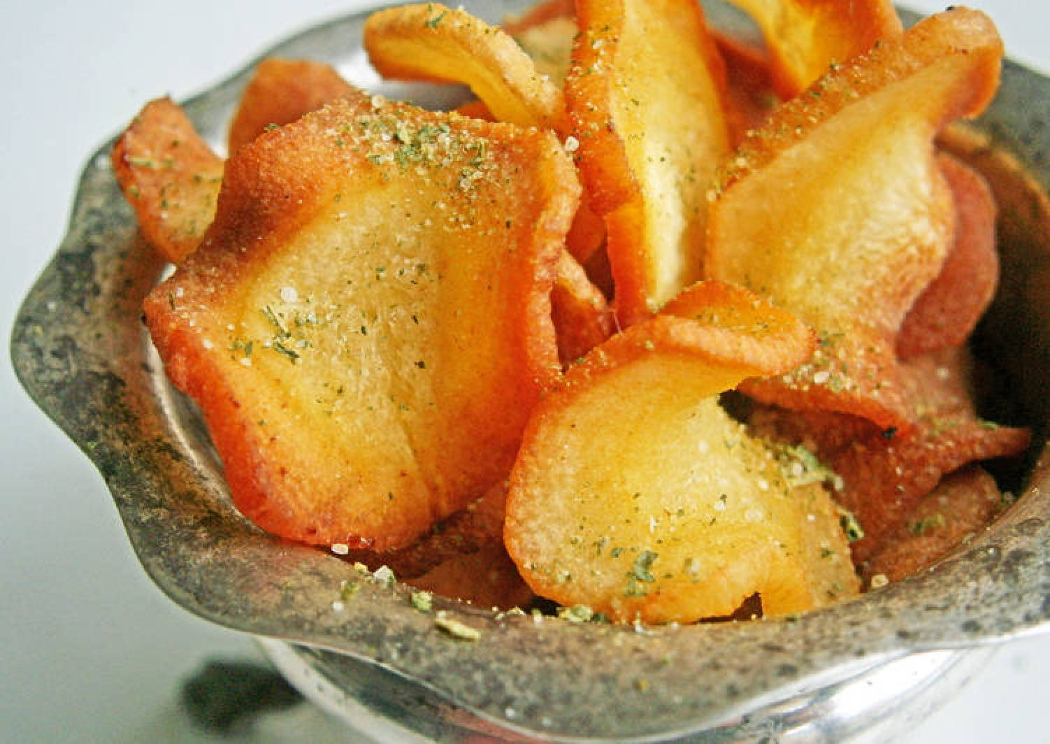 Coriander-salt parsnip crisps