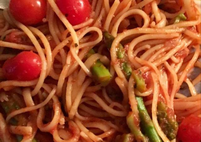 Spaghetti with Asparagus and cherry tomatoes
