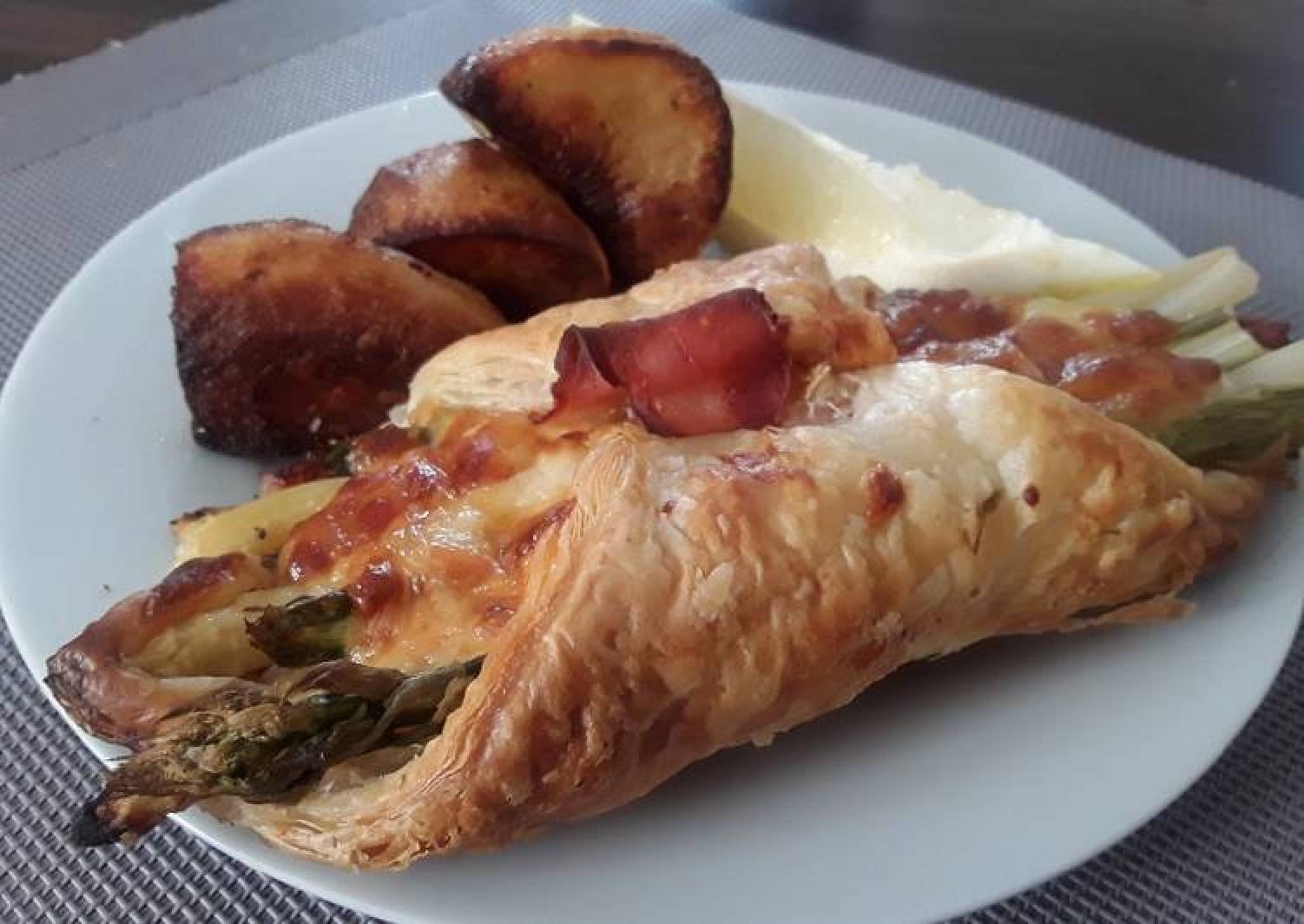 Sig's Asparagus, Cheese and Black Forest Ham Parcels