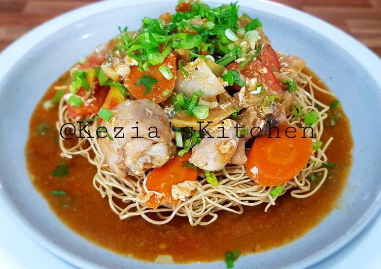 IFUMIE Deep Fry Noodles Topped with Spicy Stir Vegetables