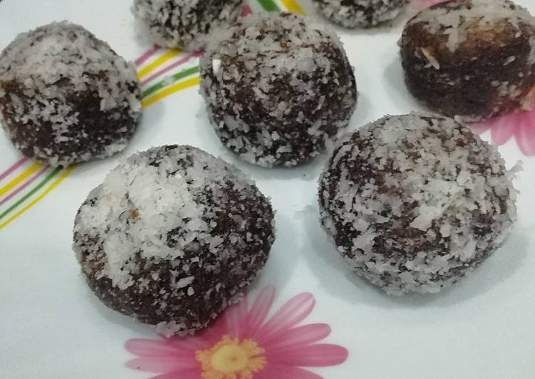 Coconuts and dates ladoo