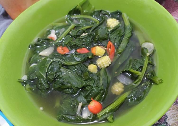 Sayur sawi hijau dan jagung muda