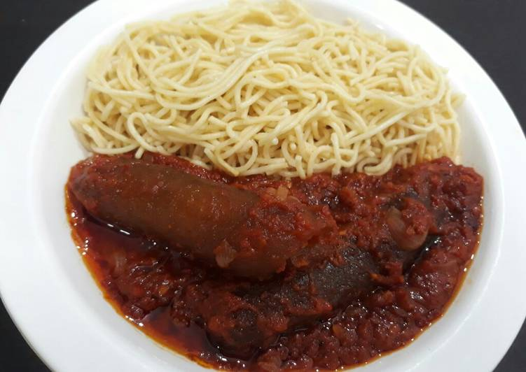 Spagetti with tomato stew