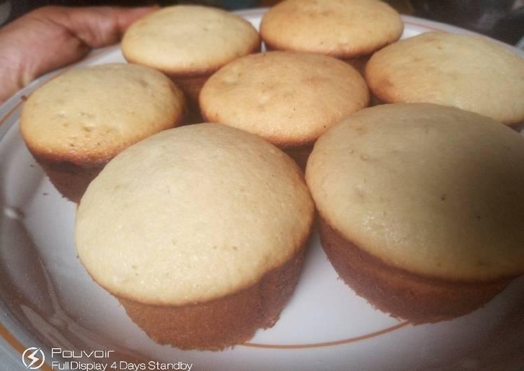 Coconut flavored mini cakes
