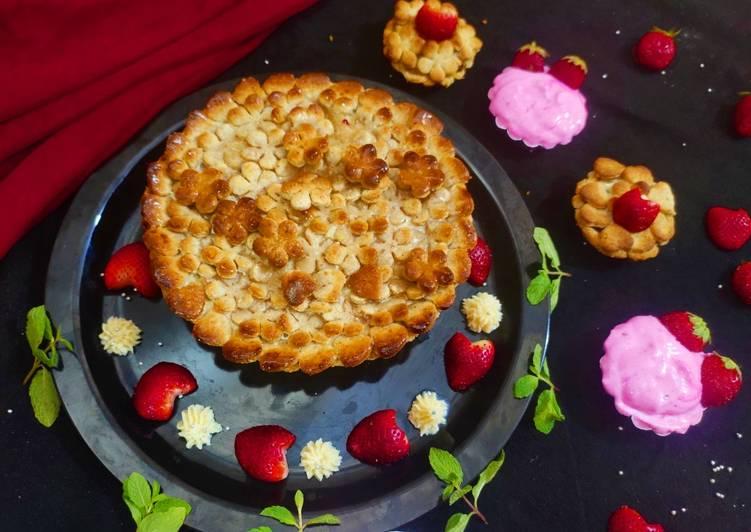 Apple pie with strawberry cream