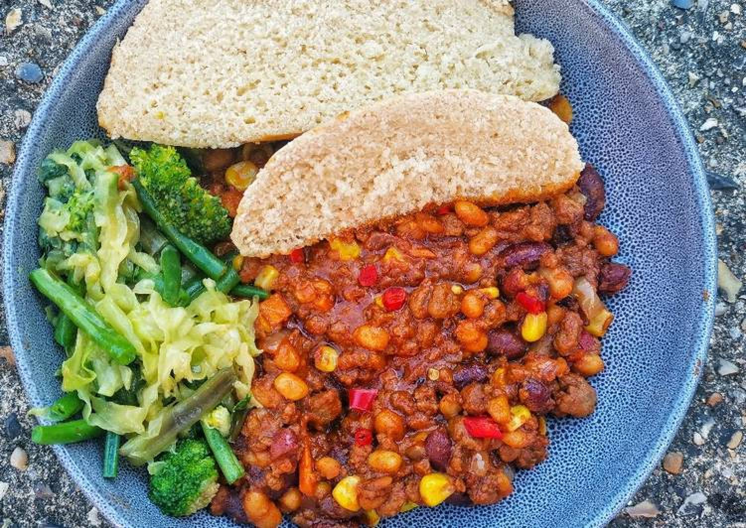 Steamed bread with quorn and veggie