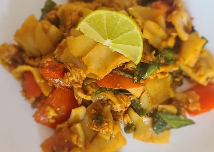Thai Drunken Noodles with chicken