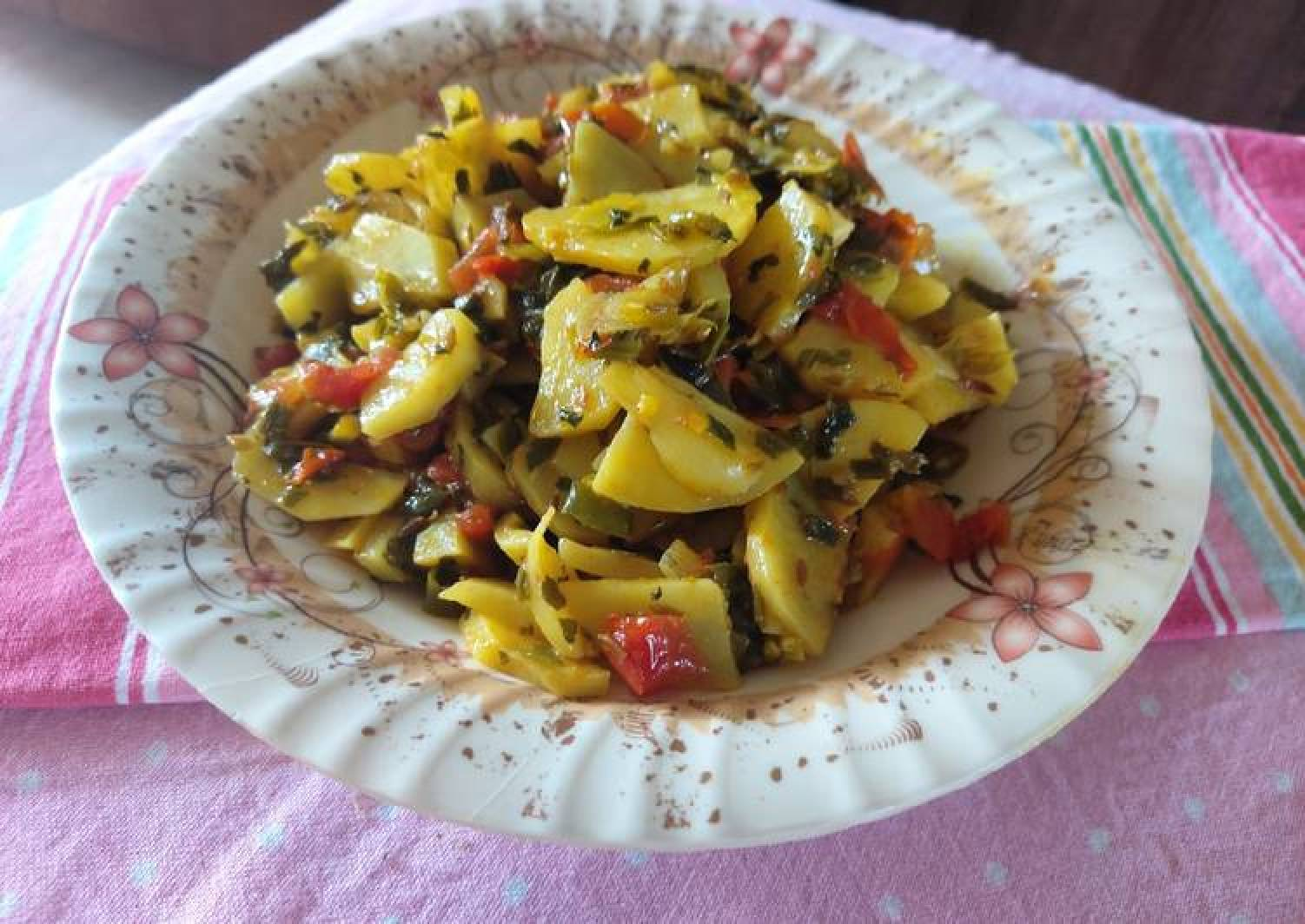 Potato with spring onion fenugreek leaves