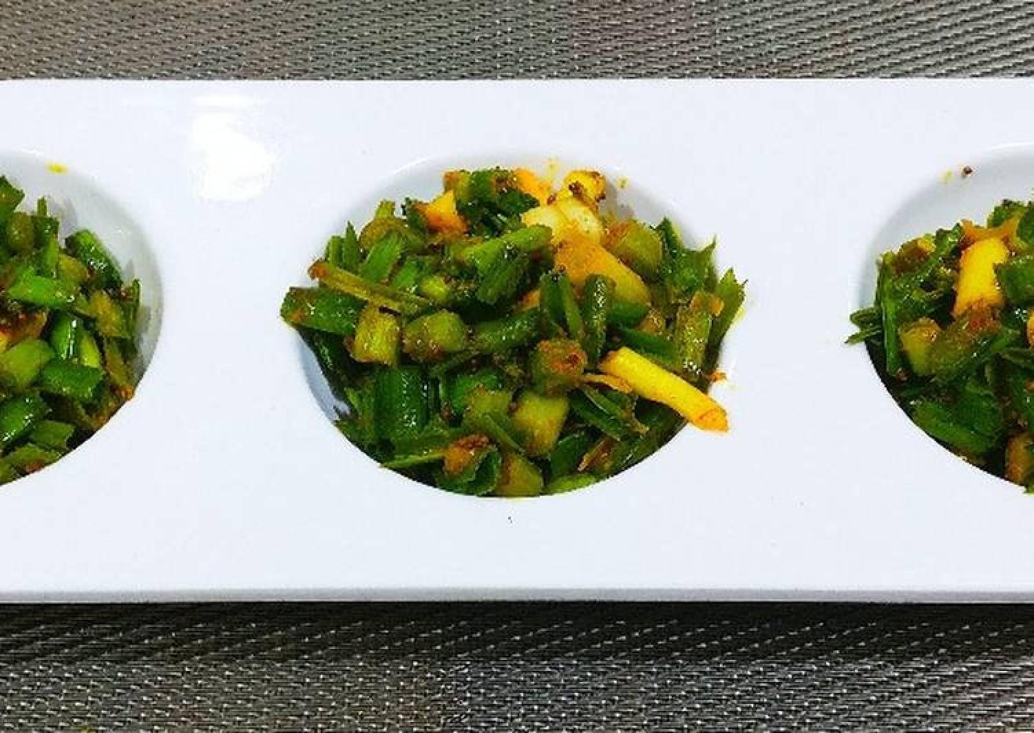 Green garlic leaves pickle
