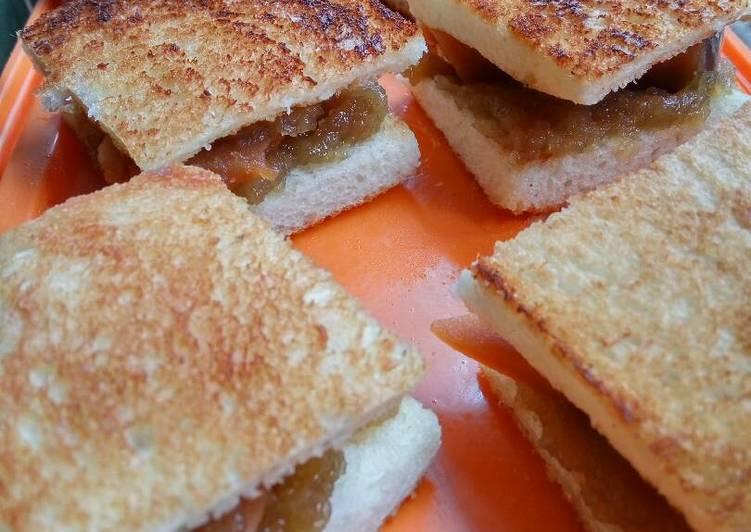 Roti Bakar Topping Kue Keranjang dan Selai Apel