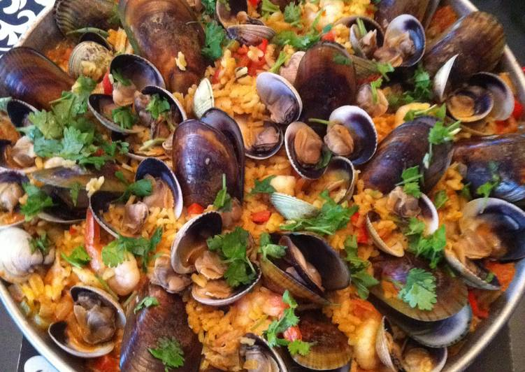 How to Make Speedy Spicy Seafood Paella