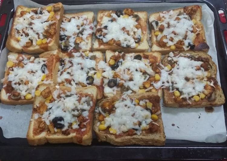 Oven Baked Chicken Loaded Bread Pizzas