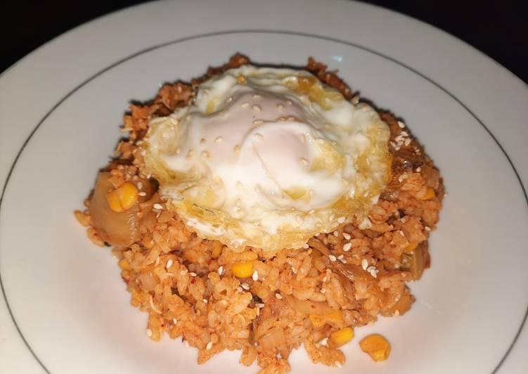 Nasi Goreng Kimchi (Kimchi Bokkeumbab)