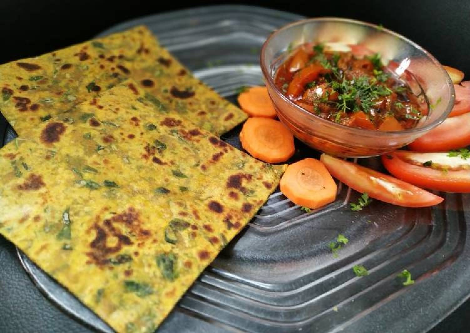 Methi ka paratha with tomato chutney