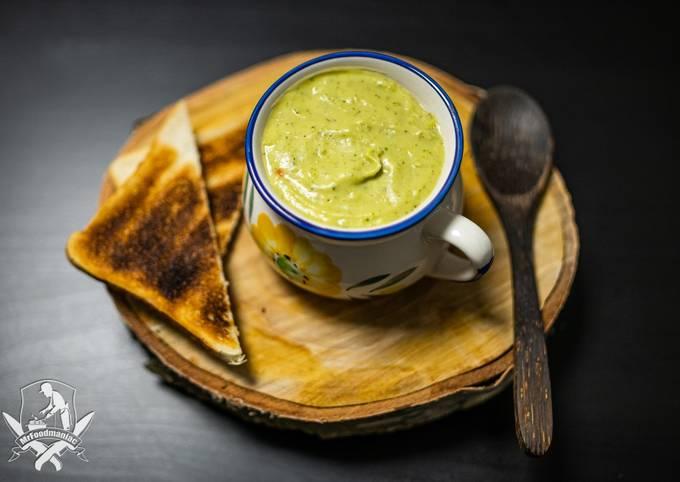 Schritt für Schritt Anleitung Um Hausgemachte Brokkoli Creme-Suppe zu machen