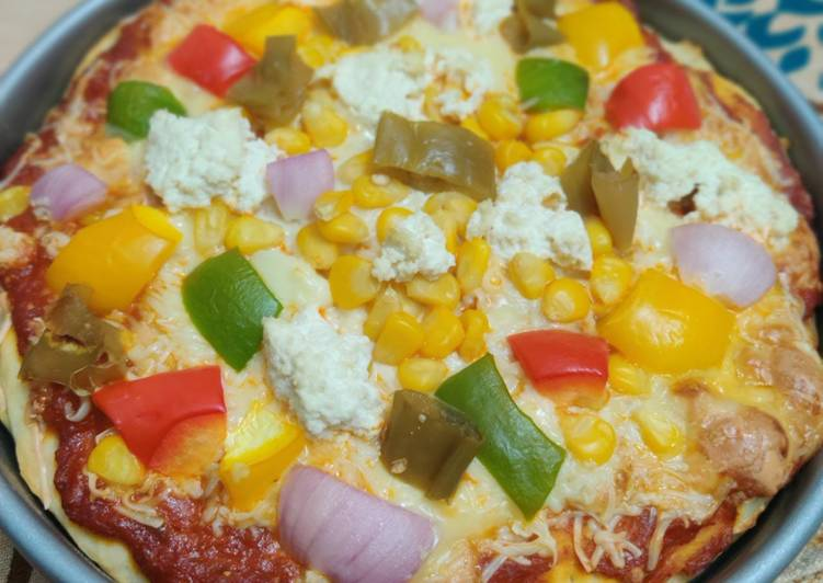 Cheese and veggies pizza