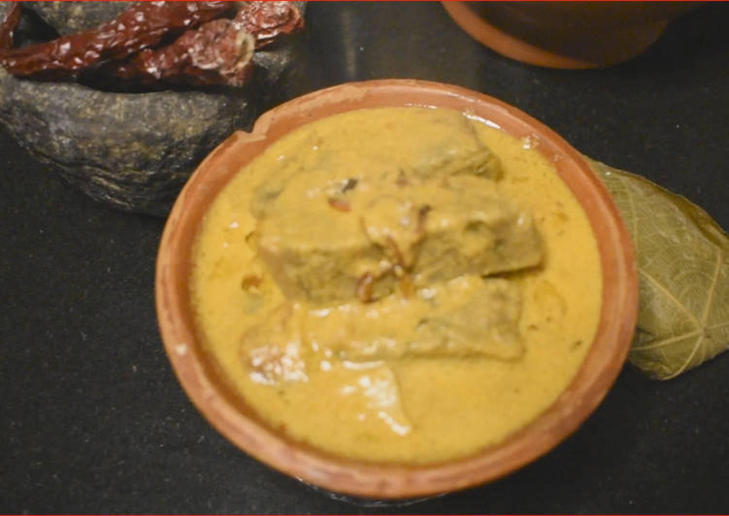 Pathrade Colocasia Rolls in coconut gravy with Mutton Chicken