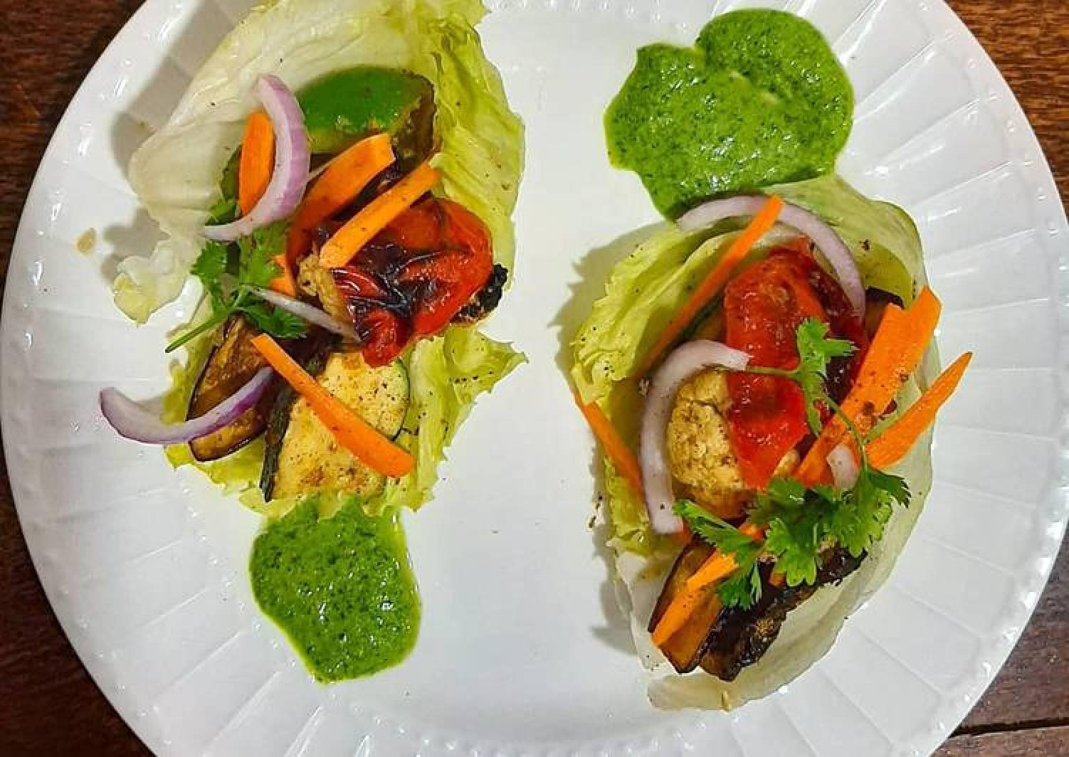 Grilled vegetable lettuce pockets