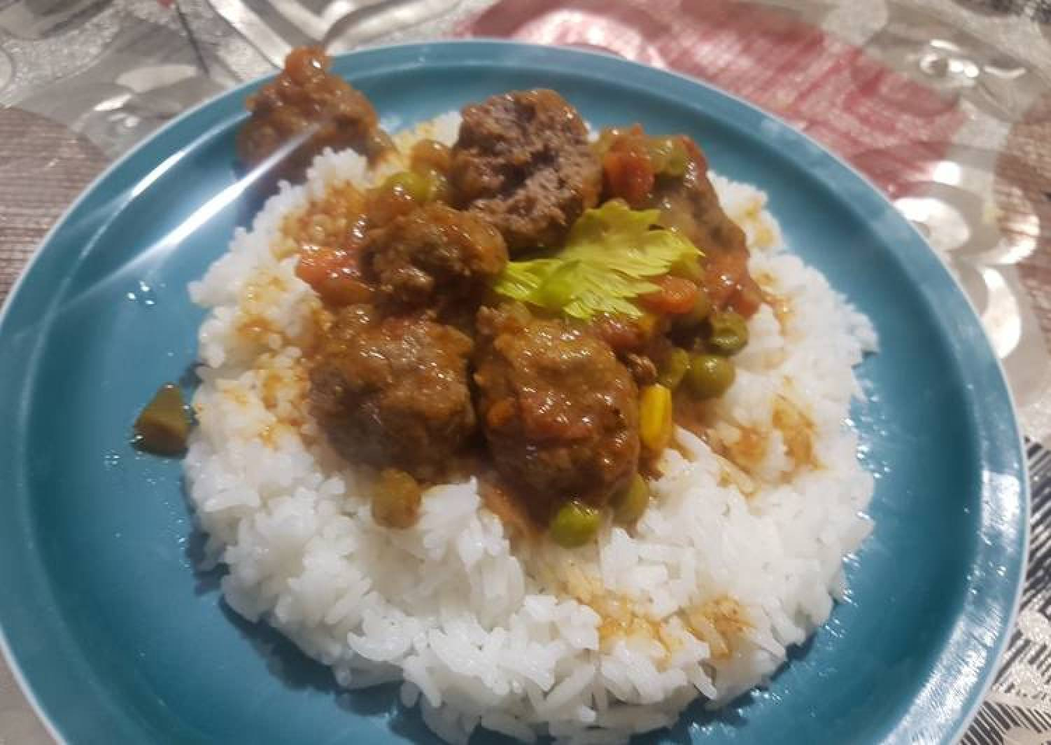 Rice and beef rounds in sauce
