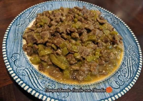 Carne con nopales en salsa verde🌹