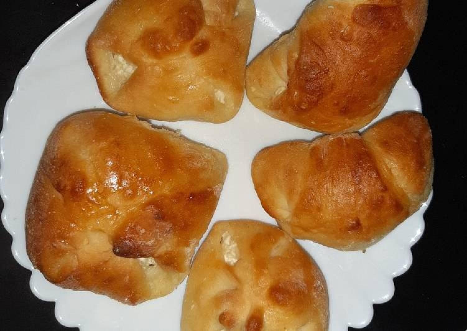 """Hungarian Sweet """"Cow's Curd"""" Pastry (Túrós Batyu)"""