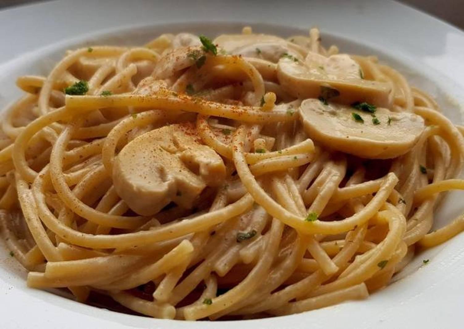 Spaghetti in Champignon Rahm