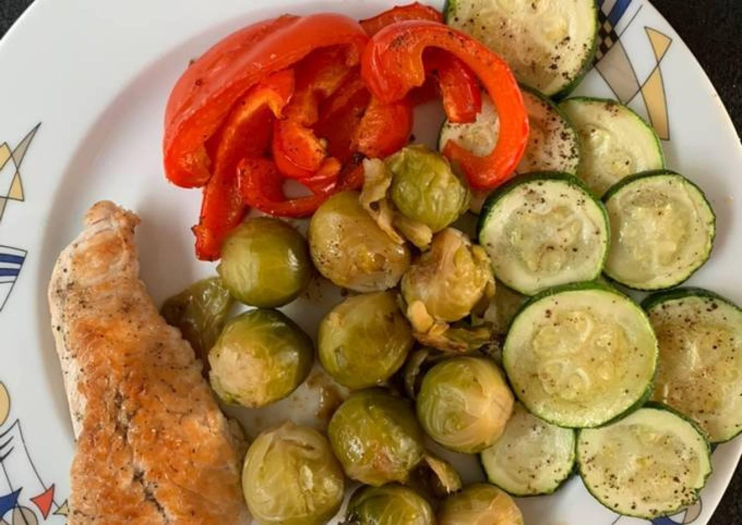 Putenschnitzel mit buntem Gemüse- Low Carb