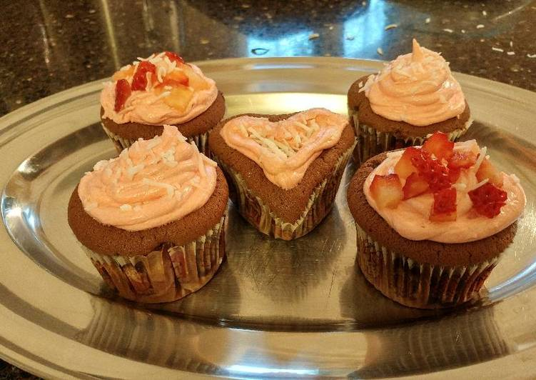 Chocolate Cupcakes w/ Vanilla Buttercream Frosting